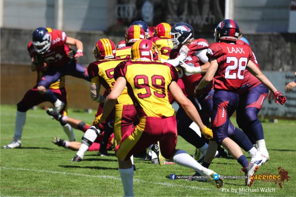 ,beim American Football Spiel zwischen den Calanda Broncos und den Winterthur Warriors , am Sonntag dem, 18. Juni 2017 auf dem Sportplatz Ringstrasse in Chur. (TOPpictures/Michael Walch)  Bild-Id: WAM_00165