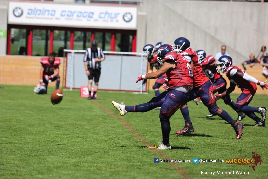 ,beim American Football Spiel zwischen den Calanda Broncos und den Winterthur Warriors , am Sonntag dem, 18. Juni 2017 auf dem Sportplatz Ringstrasse in Chur. (TOPpictures/Michael Walch)  Bild-Id: WAM_00189