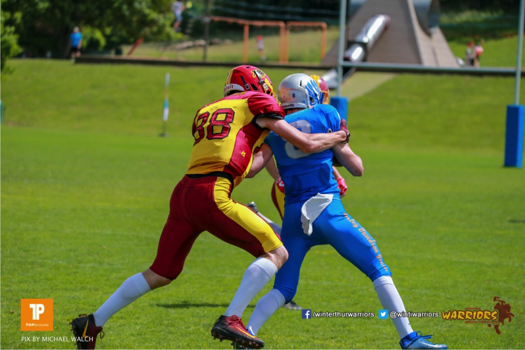 Jonas Pflueger #88 (Winterthur),beim US-Sports spiel der American Football - NLA zwischen dem Geneva Seahawks und dem Winterthur Warriors, on Sunday,  27. May 2018 im Centre Sportif de Vessy in Genève. (TOPpictures/Michael Walch)  Bild-Id: WAM_42595