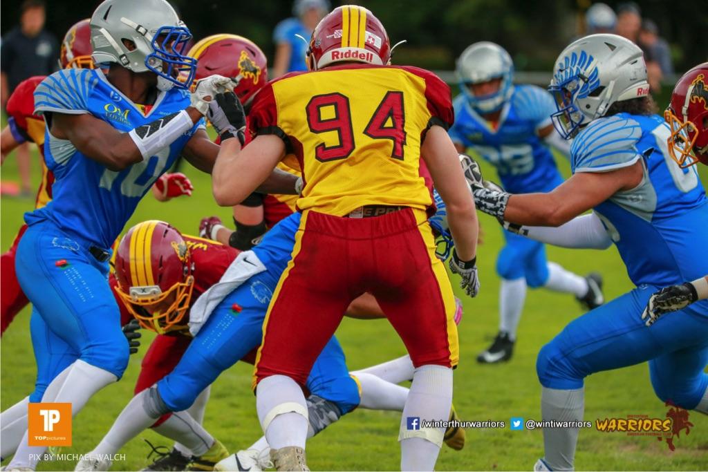 Ari Frey #94 (Winterthur),beim US-Sports spiel der American Football - U19 zwischen dem Geneva Seahawks und dem Winterthur Warriors U19, on Sunday,  27. May 2018 im Centre Sportif de Vessy in Genève. (TOPpictures/Michael Walch)  Bild-Id: WAM_42466