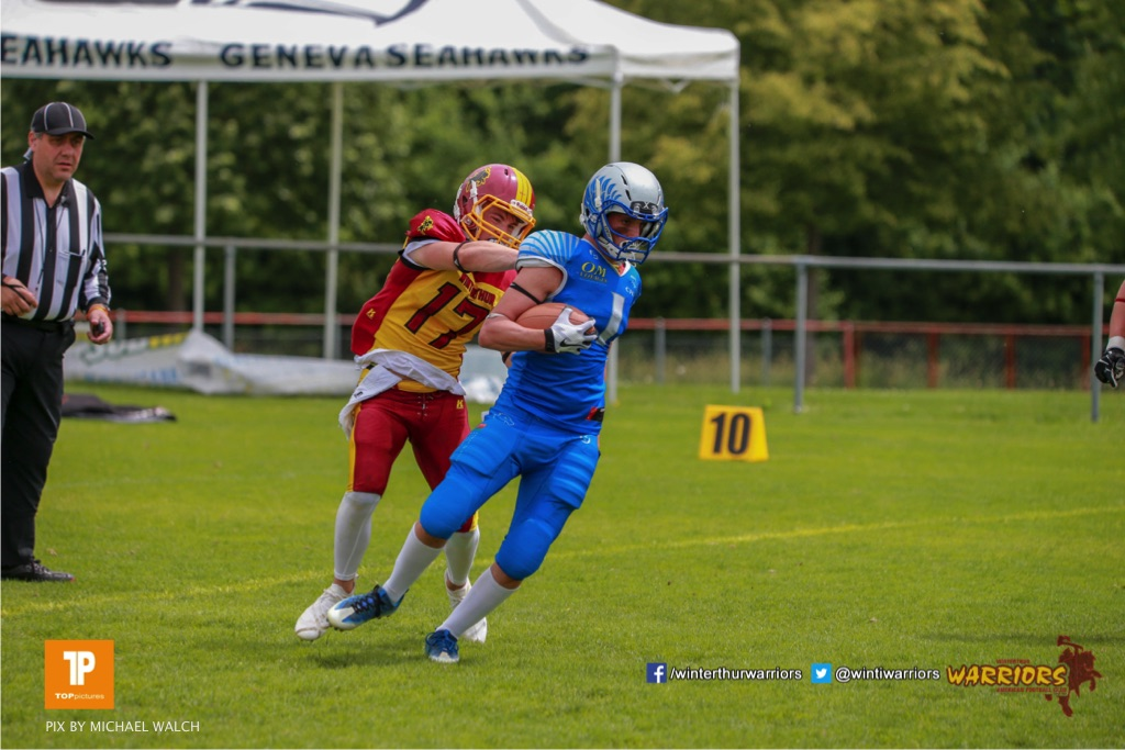 Joshua Meier #17 (Winterthur),beim US-Sports spiel der American Football - U19 zwischen dem Geneva Seahawks und dem Winterthur Warriors U19, on Sunday,  27. May 2018 im Centre Sportif de Vessy in Genève. (TOPpictures/Michael Walch)