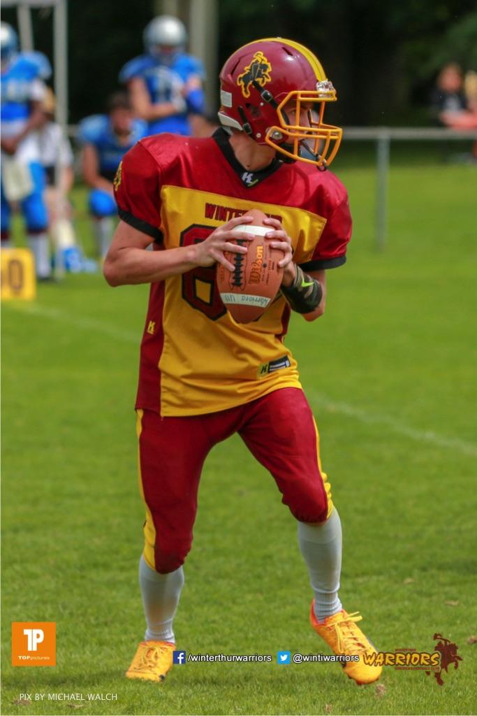 Ari Frey #94 (Winterthur),beim US-Sports spiel der American Football - U19 zwischen dem Geneva Seahawks und dem Winterthur Warriors U19, on Sunday,  27. May 2018 im Centre Sportif de Vessy in Genève. (TOPpictures/Michael Walch)  Bild-Id: WAM_42577