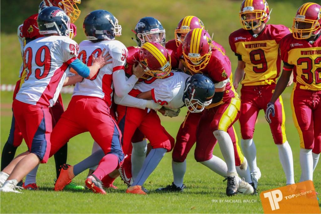 Beim US-Sports spiel der American Football - U16 zwischen dem Calanda Broncos U16 und dem Winterthur Warriors  U16, on Sunday,  26. August 2018 auf dem Sportplatz Looren in Witikon. (TOPpictures/Michael Walch)  Bild-Id: WAM_45365