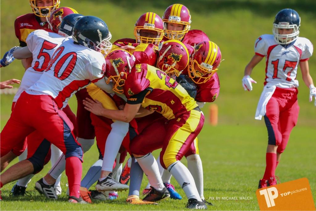 Beim US-Sports spiel der American Football - U16 zwischen dem Calanda Broncos U16 und dem Winterthur Warriors  U16, on Sunday,  26. August 2018 auf dem Sportplatz Looren in Witikon. (TOPpictures/Michael Walch)  Bild-Id: WAM_45367