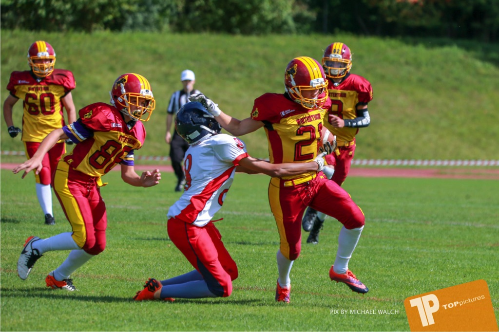 Beim US-Sports spiel der American Football - U16 zwischen dem Calanda Broncos U16 und dem Winterthur Warriors  U16, on Sunday,  26. August 2018 auf dem Sportplatz Looren in Witikon. (TOPpictures/Michael Walch)  Bild-Id: WAM_45382
