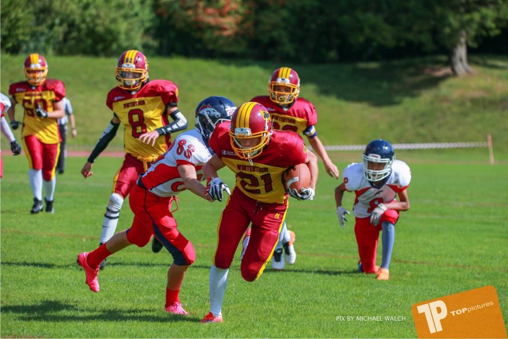 Beim US-Sports spiel der American Football - U16 zwischen dem Calanda Broncos U16 und dem Winterthur Warriors  U16, on Sunday,  26. August 2018 auf dem Sportplatz Looren in Witikon. (TOPpictures/Michael Walch)  Bild-Id: WAM_45385