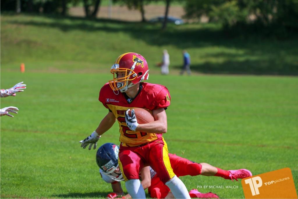 Beim US-Sports spiel der American Football - U16 zwischen dem Calanda Broncos U16 und dem Winterthur Warriors  U16, on Sunday,  26. August 2018 auf dem Sportplatz Looren in Witikon. (TOPpictures/Michael Walch)  Bild-Id: WAM_45388