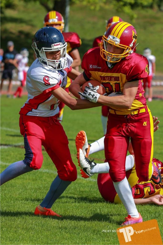 Beim US-Sports spiel der American Football - U16 zwischen dem Calanda Broncos U16 und dem Winterthur Warriors  U16, on Sunday,  26. August 2018 auf dem Sportplatz Looren in Witikon. (TOPpictures/Michael Walch)  Bild-Id: WAM_45396