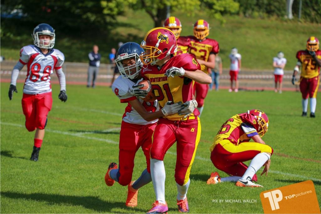 Beim US-Sports spiel der American Football - U16 zwischen dem Calanda Broncos U16 und dem Winterthur Warriors  U16, on Sunday,  26. August 2018 auf dem Sportplatz Looren in Witikon. (TOPpictures/Michael Walch)  Bild-Id: WAM_45398