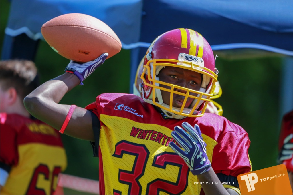 Beim US-Sports spiel der American Football - U16 zwischen dem Calanda Broncos U16 und dem Winterthur Warriors  U16, on Sunday,  26. August 2018 auf dem Sportplatz Looren in Witikon. (TOPpictures/Michael Walch)  Bild-Id: WAM_45434