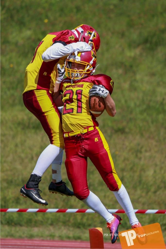 Beim US-Sports spiel der American Football - U16 zwischen dem Calanda Broncos U16 und dem Winterthur Warriors  U16, on Sunday,  26. August 2018 auf dem Sportplatz Looren in Witikon. (TOPpictures/Michael Walch)  Bild-Id: WAM_45441