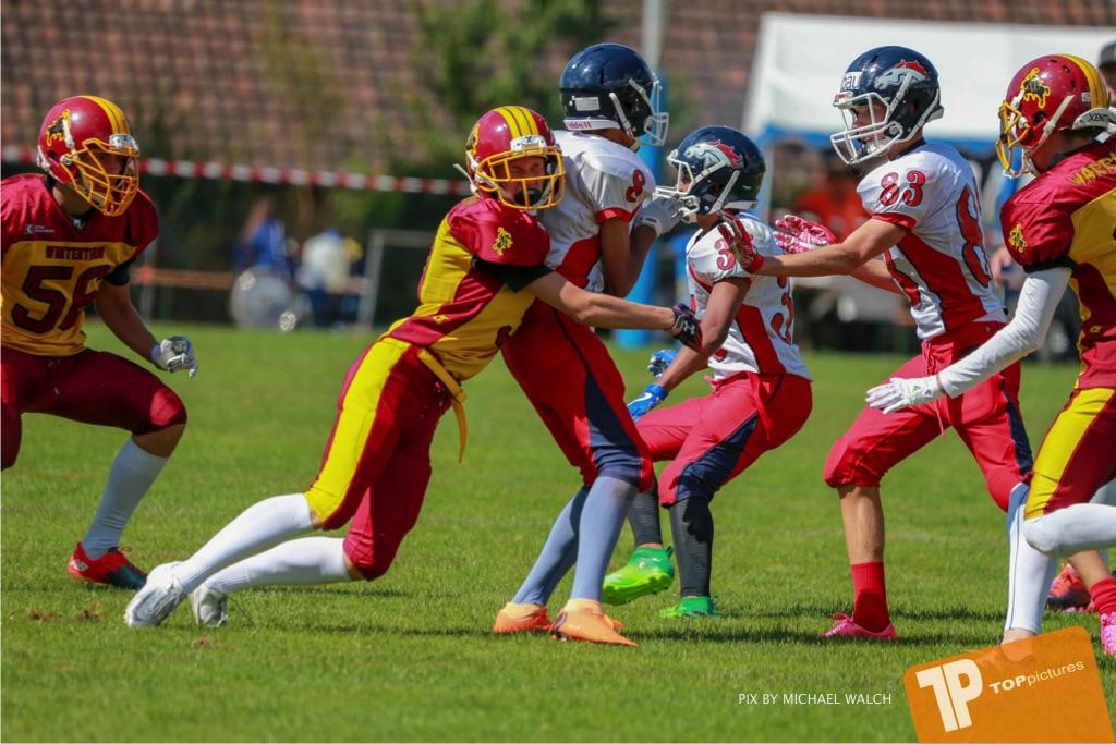 Beim US-Sports spiel der American Football - U16 zwischen dem Calanda Broncos U16 und dem Winterthur Warriors  U16, on Sunday,  26. August 2018 auf dem Sportplatz Looren in Witikon. (TOPpictures/Michael Walch)  Bild-Id: WAM_45448