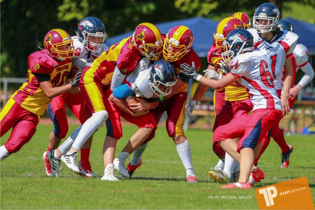 Beim US-Sports spiel der American Football - U16 zwischen dem Calanda Broncos U16 und dem Winterthur Warriors  U16, on Sunday,  26. August 2018 auf dem Sportplatz Looren in Witikon. (TOPpictures/Michael Walch)  Bild-Id: WAM_45457