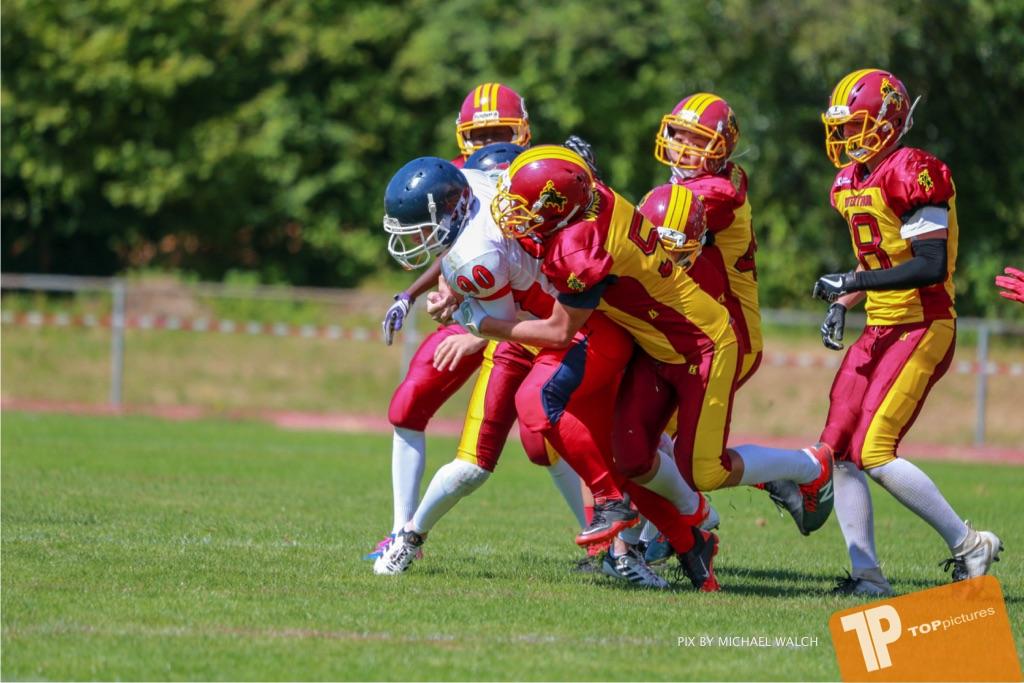 Beim US-Sports spiel der American Football - U16 zwischen dem Calanda Broncos U16 und dem Winterthur Warriors  U16, on Sunday,  26. August 2018 auf dem Sportplatz Looren in Witikon. (TOPpictures/Michael Walch)  Bild-Id: WAM_45463