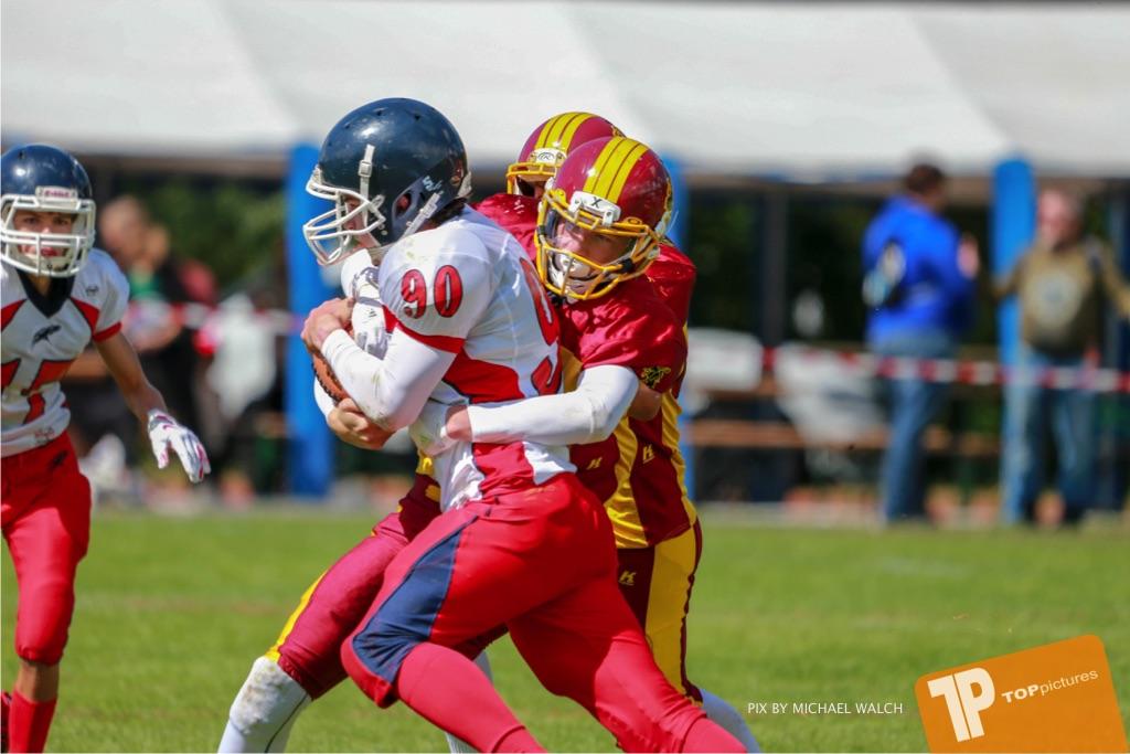 Beim US-Sports spiel der American Football - U16 zwischen dem Calanda Broncos U16 und dem Winterthur Warriors  U16, on Sunday,  26. August 2018 auf dem Sportplatz Looren in Witikon. (TOPpictures/Michael Walch)  Bild-Id: WAM_45467