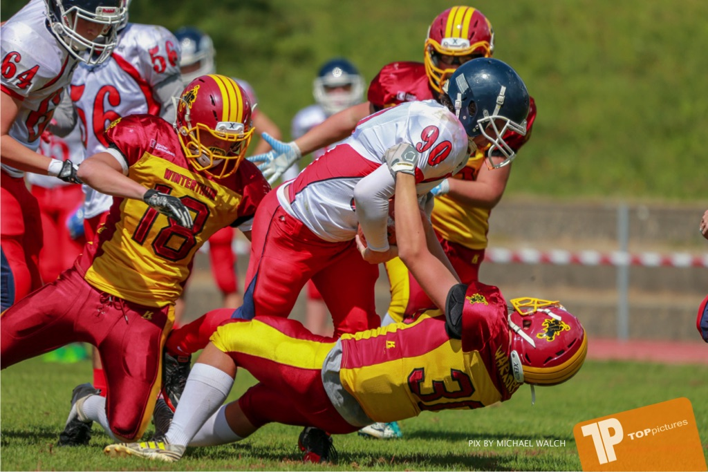 Beim US-Sports spiel der American Football - U16 zwischen dem Calanda Broncos U16 und dem Winterthur Warriors  U16, on Sunday,  26. August 2018 auf dem Sportplatz Looren in Witikon. (TOPpictures/Michael Walch)  Bild-Id: WAM_45486