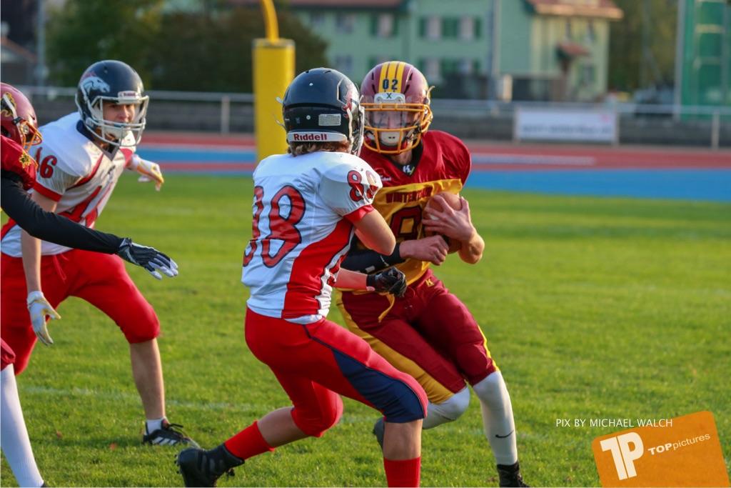 Beim US-Sports spiel der American Football - U16 zwischen dem Winterthur Warriors U16 und dem Calanda Broncos U16, on Saturday,  29. September 2018 im Sportanlage Deutweg in Winterthur . (TOPpictures/Michael Walch) Bild-Id: WAM_46096