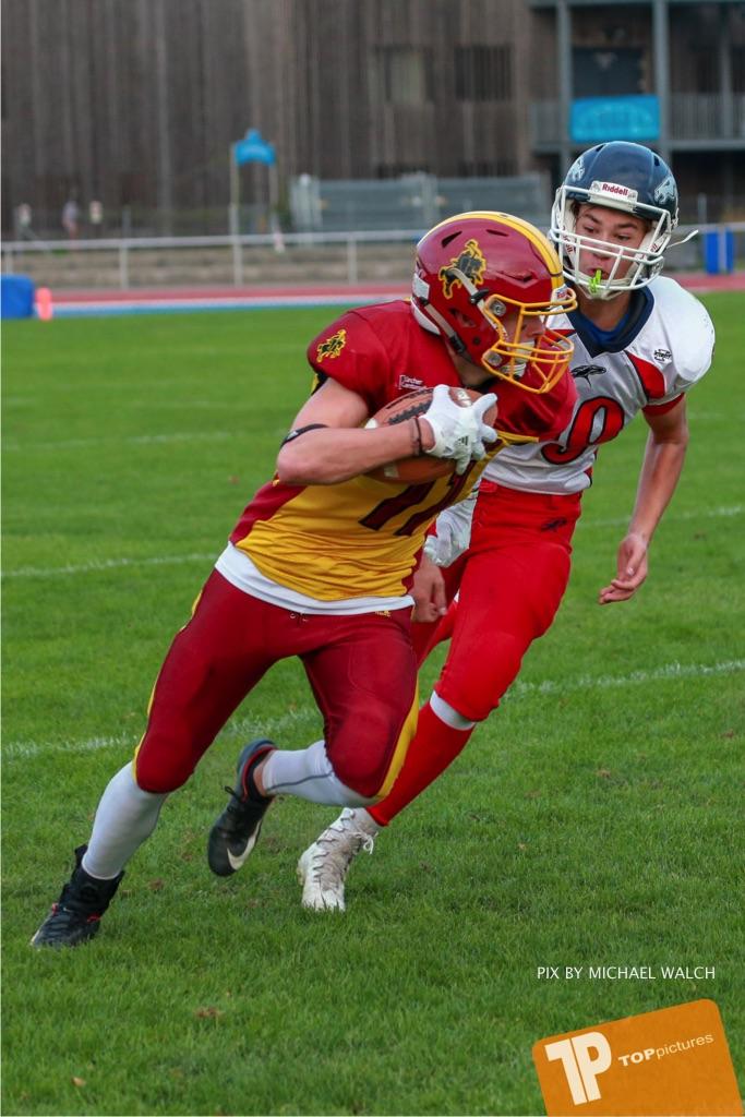 Beim US-Sports spiel der American Football - U16 zwischen dem Winterthur Warriors U16 und dem Calanda Broncos U16, on Saturday,  29. September 2018 im Sportanlage Deutweg in Winterthur . (TOPpictures/Michael Walch) Bild-Id: WAM_46127