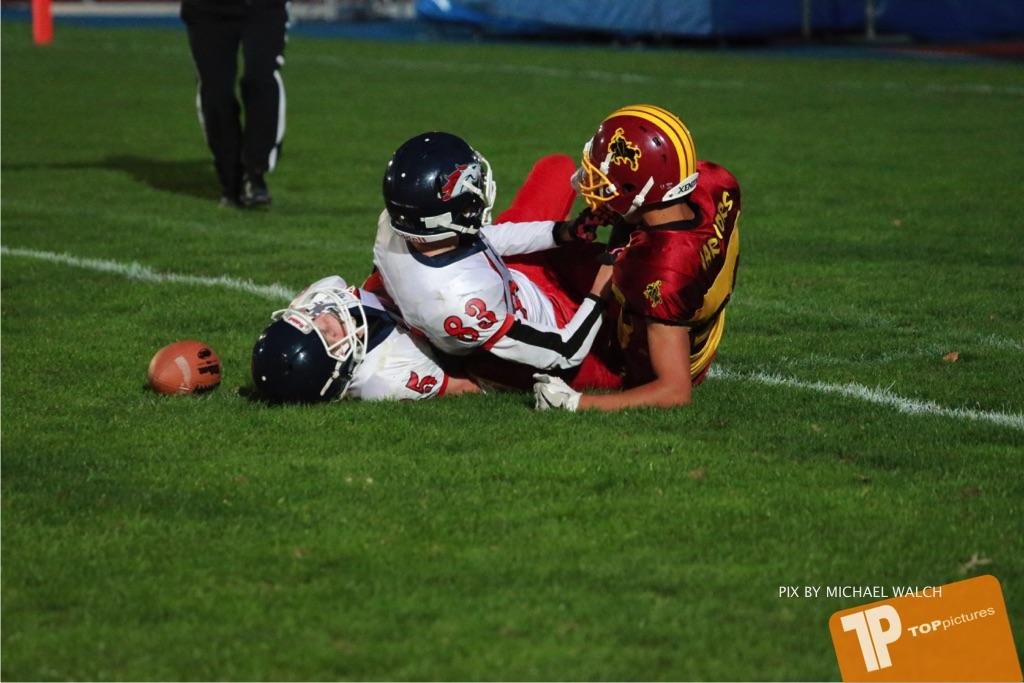 Beim US-Sports spiel der American Football - U16 zwischen dem Winterthur Warriors U16 und dem Calanda Broncos U16, on Saturday,  29. September 2018 im Sportanlage Deutweg in Winterthur . (TOPpictures/Michael Walch) Bild-Id: WAM_46217