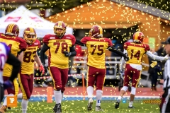 Goldregen fuer die Warriors, beim American Football NLA Spiel zwischen den Winterthur Warriors und den Gladiators beider Basel, am Samstag, den 31. Maerz 2018 im Stadion Deutweg in Winterthur. 