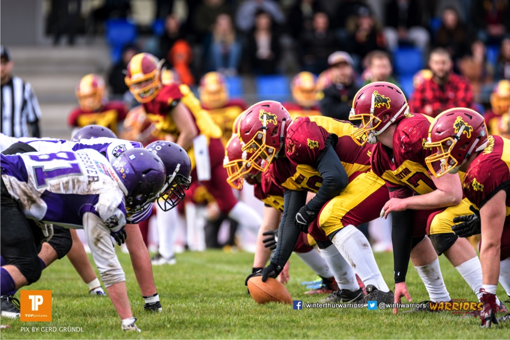 Line of Scrimmage, beim American Football Junioren A (U19) Spiel zwischen den Winterthur Warriors U19 und den Gladiators beider Basel U19, am Samstag, den 31. Maerz 2018 im Stadion Deutweg in Winterthur. (Foto: BEAUTIFUL SPORTS / Gerd Gruendl)Bild-Id: GRG_180331-0499