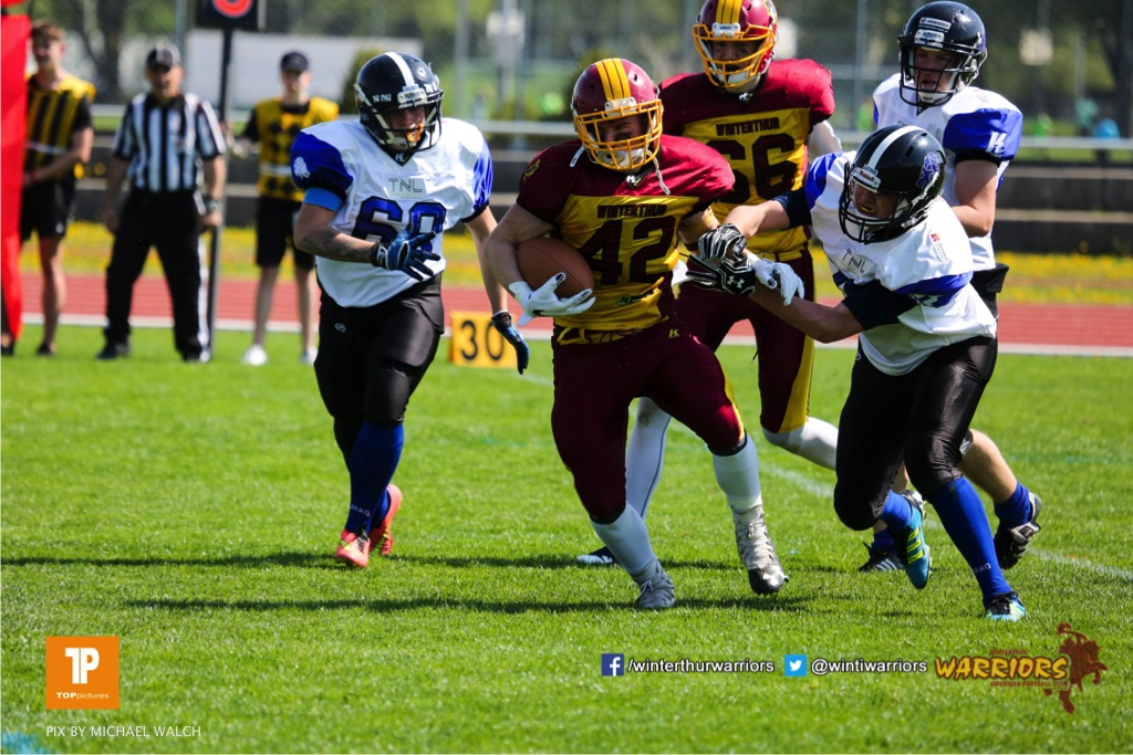 Leon Simioni #42 (Winterthur),beim US-Sports spiel der American Football - NLA zwischen dem Winterthur Warriors und dem Luzern Lions  U19, on Saturday,  21. April 2018 auf dem  Winterthurer Deutweg in Winterthur. (TOPpictures/Michael Walch)Bild-Id: WAM_36946