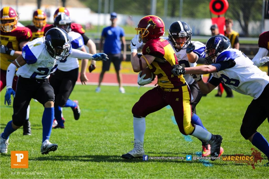 Beim US-Sports spiel der American Football - U19 zwischen dem Winterthur Warriors und dem Luzern Lions  U19, on Saturday,  21. April 2018 auf dem  Winterthurer Deutweg in Winterthur. (TOPpictures/Michael Walch)Bild-Id: WAM_36949