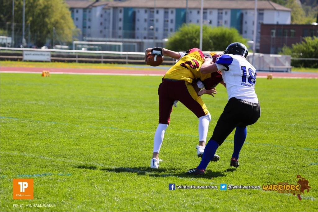 Alistair Ljubenovic #2 (Winterthur),beim US-Sports spiel der American Football - U19 zwischen dem Winterthur Warriors und dem Luzern Lions  U19, on Saturday,  21. April 2018 auf dem  Winterthurer Deutweg in Winterthur. (TOPpictures/Michael Walch)Bild-Id: WAM_36961