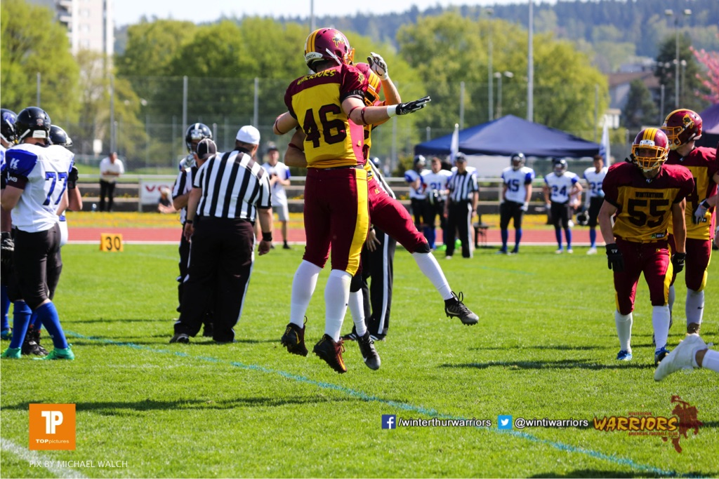Reto Faessler #46 (Winterthur) Jubel,beim US-Sports spiel der American Football - U19  zwischen dem Winterthur Warriors und dem Luzern Lions  U19, on Saturday,  21. April 2018 auf dem  Winterthurer Deutweg in Winterthur. (TOPpictures/Michael Walch)Bild-Id: WAM_36968