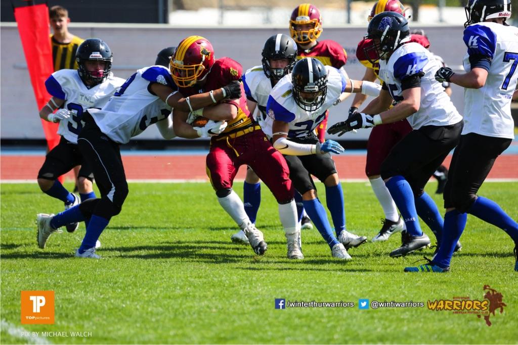 Beim US-Sports spiel der American Football - U 19 zwischen dem Winterthur Warriors und dem Luzern Lions  U19, on Saturday,  21. April 2018 auf dem  Winterthurer Deutweg in Winterthur. (TOPpictures/Michael Walch)Bild-Id: WAM_36981