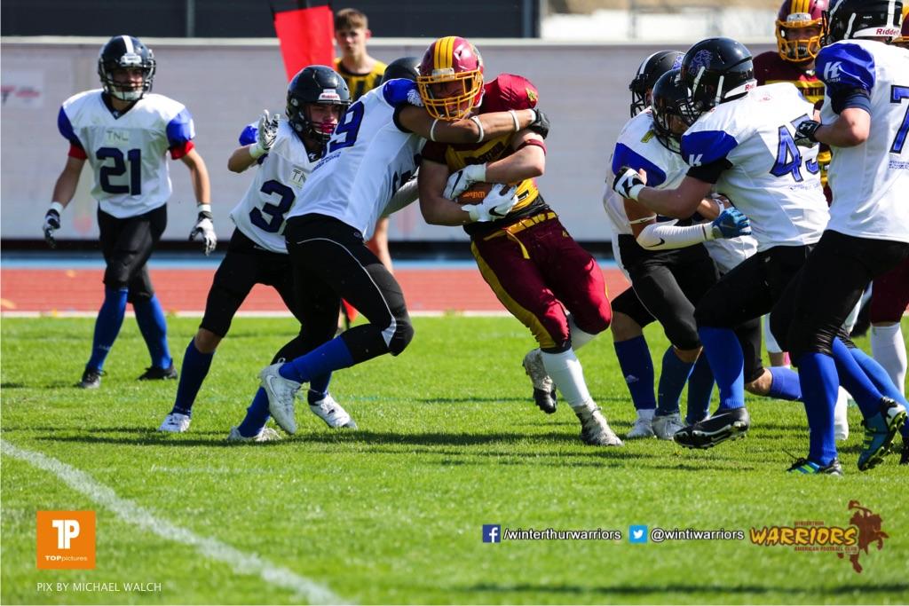 Beim US-Sports spiel der American Football - U19 zwischen dem Winterthur Warriors und dem Luzern Lions  U19, on Saturday,  21. April 2018 auf dem  Winterthurer Deutweg in Winterthur. (TOPpictures/Michael Walch)Bild-Id: WAM_36982