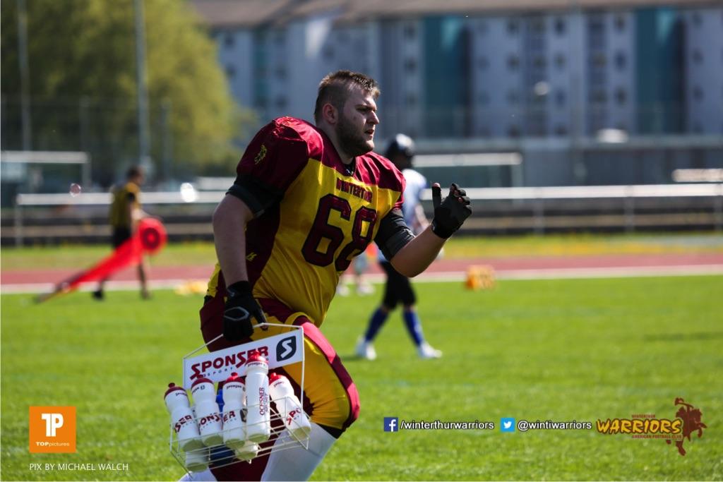 Meriton Vinca #68 (Winterthur),beim US-Sports spiel der American Football - U19 zwischen dem Winterthur Warriors und dem Luzern Lions  U19, on Saturday,  21. April 2018 auf dem  Winterthurer Deutweg in Winterthur. (TOPpictures/Michael Walch)Bild-Id: WAM_36988
