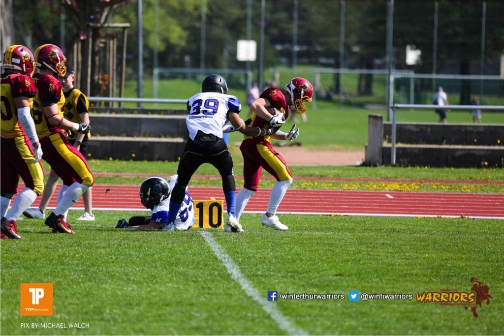 Beim US-Sports spiel der American Football - U19zwischen dem Winterthur Warriors und dem Luzern Lions  U19, on Saturday,  21. April 2018 auf dem  Winterthurer Deutweg in Winterthur. (TOPpictures/Michael Walch)Bild-Id: WAM_36996