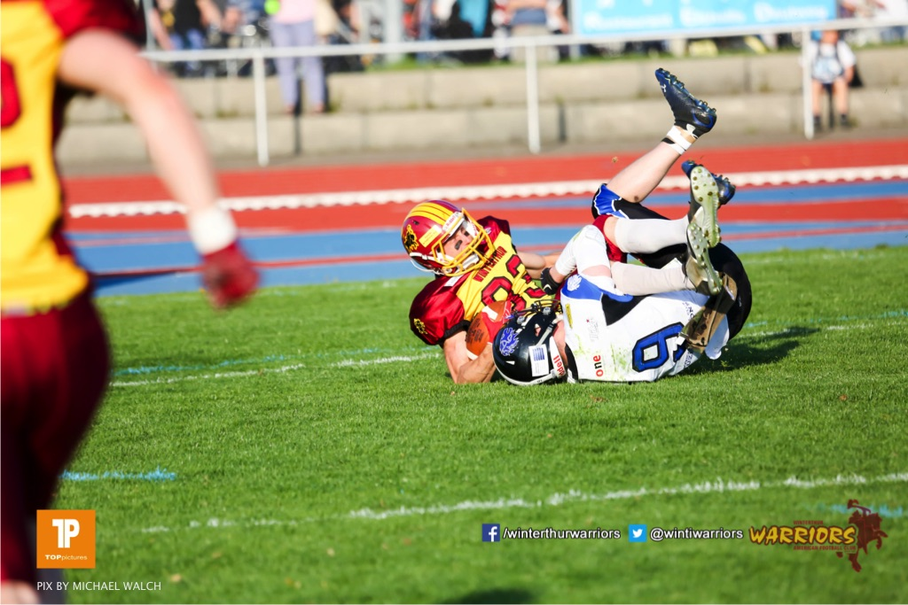 Jeffrey Stephens #93 (Winterthur),beim US-Sports spiel der American Football - NLA zwischen dem Winterthur Warriors und dem Luzern Lions, on Saturday,  21. April 2018 auf dem  Winterthurer Deutweg in Winterthur. (TOPpictures/Michael Walch)Bild-Id: WAM_37128
