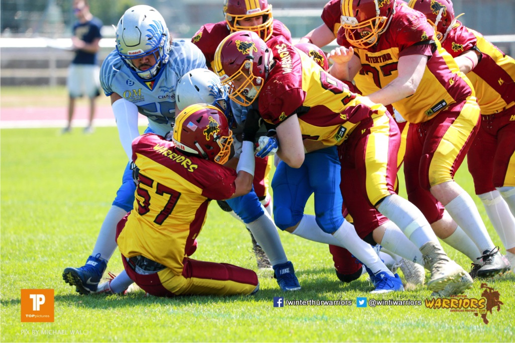 Daniel Schwarzenbach #57 (Winterthur),beim US-Sports spiel der American Football  zwischen den Winterthur Warriors und den Geneva Seahawks U19, on Saturday,  12. May 2018 im Sportpark Deutweg in Winterthur . (TOPpictures/Michael Walch)  Bild-Id: WAM_39848