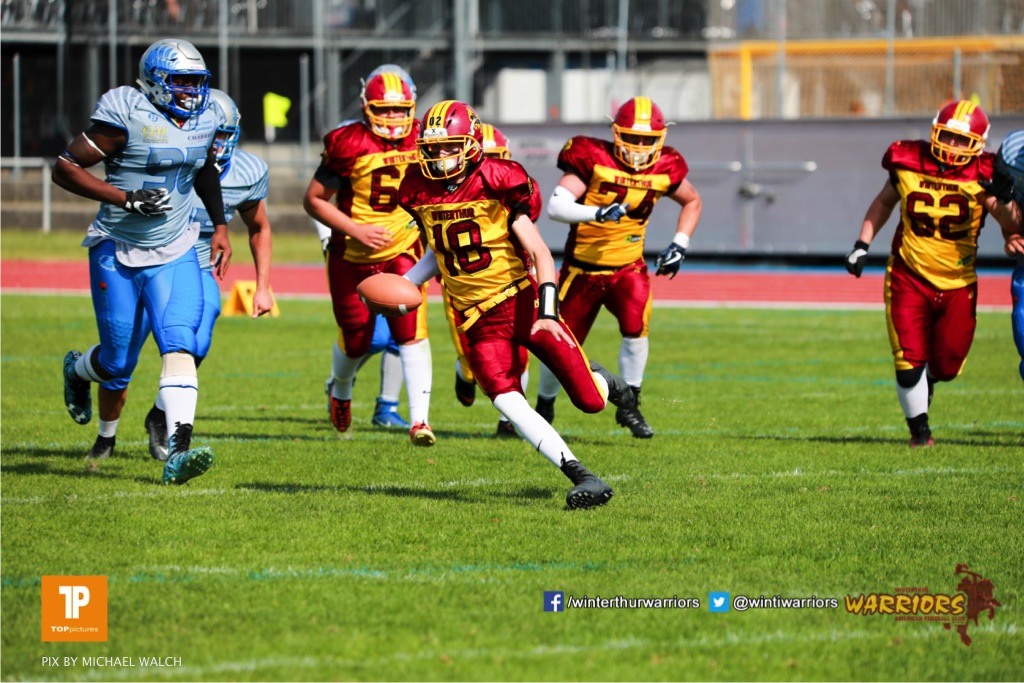 Magnus Geers #18 (Winterthur)beim US-Sports spiel der American Football  zwischen den Winterthur Warriors und den Geneva Seahawks U19, on Saturday,  12. May 2018 im Sportpark Deutweg in Winterthur . (TOPpictures/Michael Walch) Bild-Id: WAM_39941
