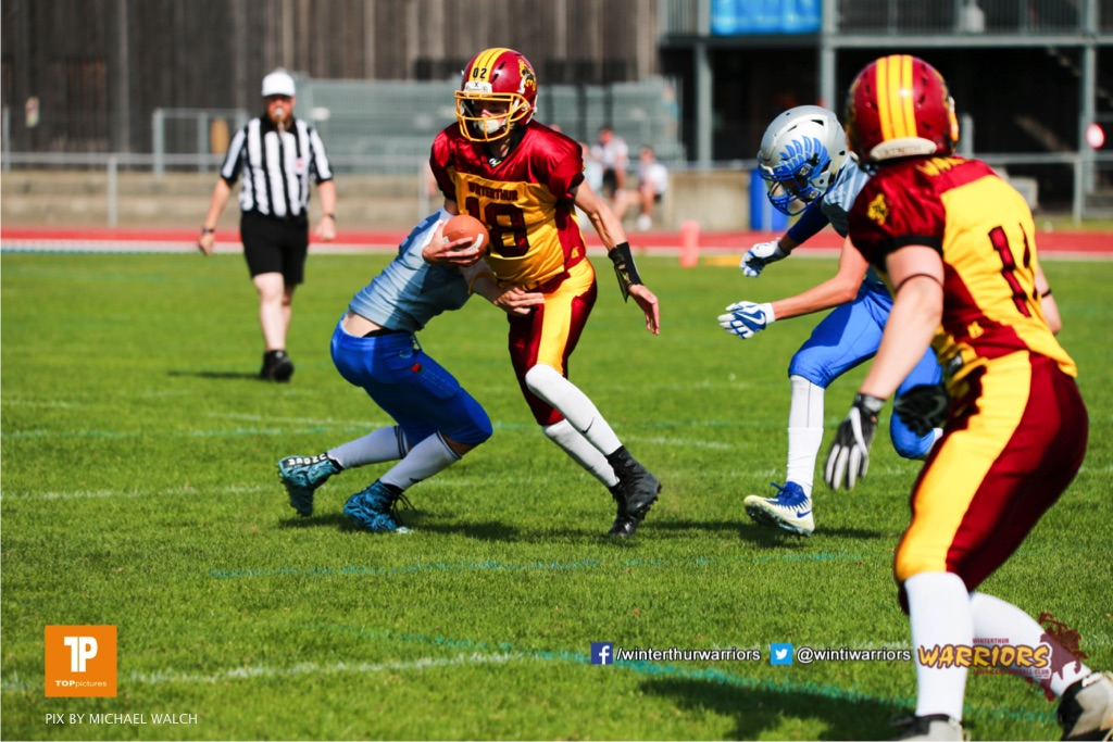 Magnus Geers #18 (Winterthur),beim US-Sports spiel der American Football  zwischen den Winterthur Warriors und den Geneva Seahawks U19, on Saturday,  12. May 2018 im Sportpark Deutweg in Winterthur . (TOPpictures/Michael Walch) Bild-Id: WAM_39942