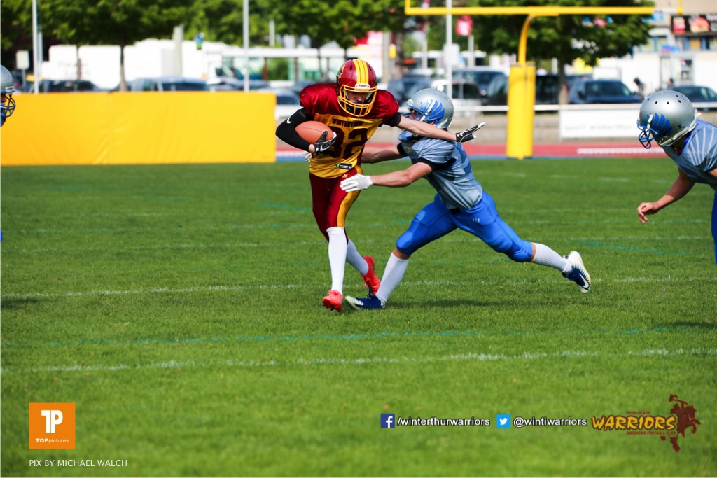Beim US-Sports spiel der American Football  zwischen den Winterthur Warriors und den Geneva Seahawks U19, on Saturday,  12. May 2018 im Sportpark Deutweg in Winterthur . (TOPpictures/Michael Walch)  Bild-Id: WAM_39944